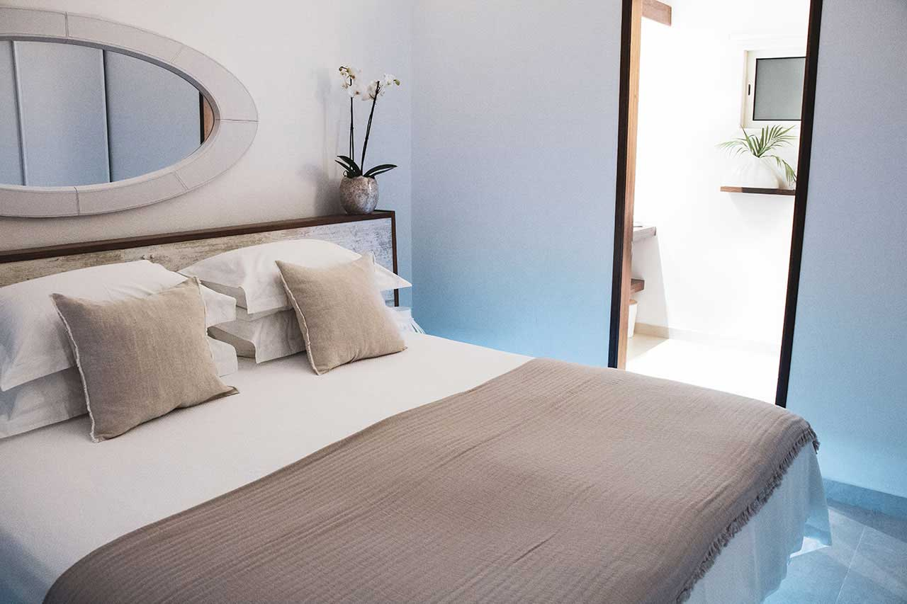 Villa La Roche dans l'Eau : Beige Bedroom